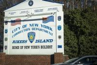 米刑務所の収容者写真に「いいね」100件、禁止の携帯で撮影か