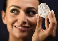 ボツワナで発見の巨大ダイヤ原石、オークションで落札されず