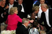 クリントン・トランプ両氏がチャリティーに参加、最後に握手も