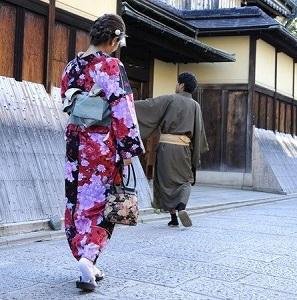 京都の街を和服姿で歩く台湾人観光客に台湾人作家「美観を損ねる。恥ずかしい」 問題はどこにある?