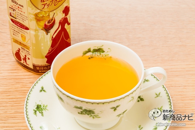 『午後の紅茶 ほんのりシナモンのアップルティー』はポッキーとのコラボ商品。甘いお菓子との相性がバツグン!