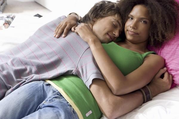 抱き枕の最適な硬さは「あの」硬さ! 実は超重要な抱き枕の選び方を徹底解説