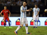 メッシ、南米予選チリ戦で副審を侮辱か…出場停止処分の可能性も