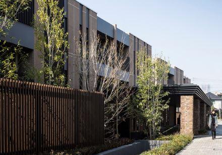 住友不動産、東京・文京区に地上4階建ての低層大規模レジデンス竣工
