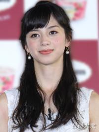 11月3日、モデルで女優の中条あやみ(19)が出演するドコモ「dポイント」の新CM「申込んでスグよの歌」篇が公開された。けん玉に挑戦し、成功\u2026