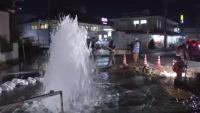 消火栓が破損、水が路上に噴き出す 埼玉・川口