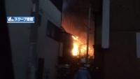 アパート全焼で1人の遺体見つかる、視聴者撮影