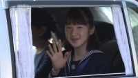 愛子さま、中学卒業報告で宮中三殿に参拝
