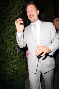 別居から2年。俳優デヴィッド・アークエットが女優コートニー・コックスとの離婚を正式に申請。 -