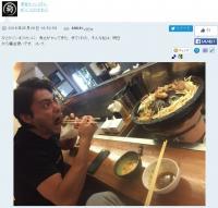 山田孝之がムロツヨシのひとり焼肉に乱入 食べっぷりに「さすが勇者」