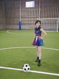 HKT48兒玉遥、ミニスカ衣装でサッカー姿 凛々しい表情に「フリーキック前の選手みたい」