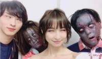 篠田麻里子&横浜流星、ゾンビも一緒に白目 舞台『バイオハザード』では見られぬレアショット