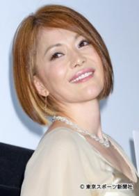 青田典子が夫・玉置浩二の入院を報告「回復に向かっています」