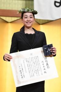浅田真央に特別賞 新たな目標は「真央リンク」オープン