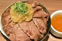 絶品ハラミ肉てんこ盛り! 総重量1kg「特盛りステーキ丼」実食レポート【激ウマ】