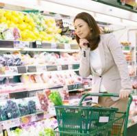 非常識でイラッ!2位惣菜の前で咳…「スーパーでのマナー違反」1位は