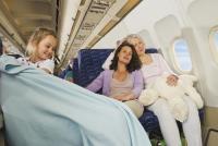 せっかくの旅行が台無しに!飛行機内でぐっすり眠るための方法3つ