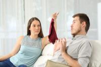 なんと3位知人の目撃情報よりも!妻が「夫への浮気疑惑」を抱く瞬間1位は