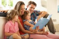 世界の事情からみる「子を持つ親の幸福度」を左右するものとは?