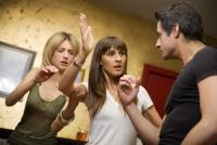 外出先でまさか偶然…探偵が語る「妻が遭遇した夫の浮気現場」3選
