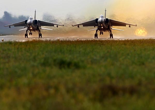 """戦闘機開発、日中はステルス競争、韓国は""""よちよち歩き""""・・韓国ネット「平昌五輪やめて国防に使え」「世界で唯一日本をバカにしているが…」"""