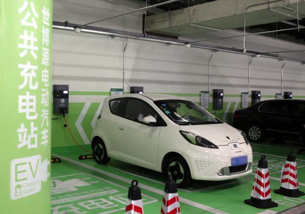 電池自動車市場拡大も部品供給できず 電池メーカー育たぬ中国