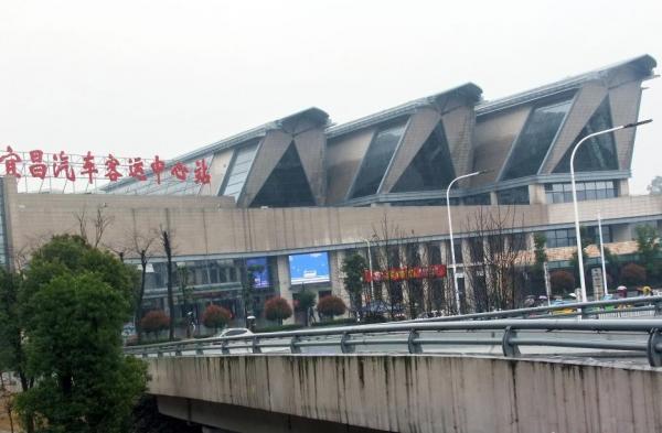 湖北・宜昌のバスターミナル建物、「まるで棺桶」と物議絶えず―中国メディア