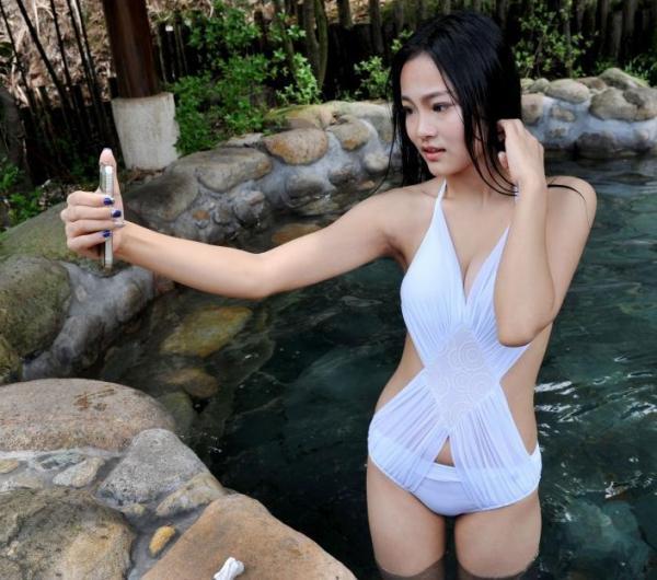 安徽・黄山の国際撮影コンテスト、美女たちが温泉で水と戯れる―中国メディア