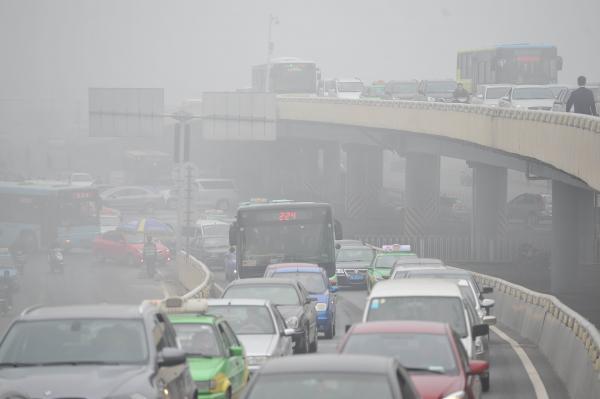 中国大気汚染物質、動力車、工業生産などが大半 環境保護部調査