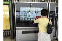 方言を話す自販機、人を見てイチオシ商品を提案……変わり種「自販機」7選