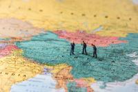 中国経済:過剰債務問題の本質と展望