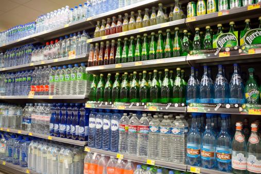 苦境の飲料業界大手—消費者嗜好の変化に戦略変更迫られる