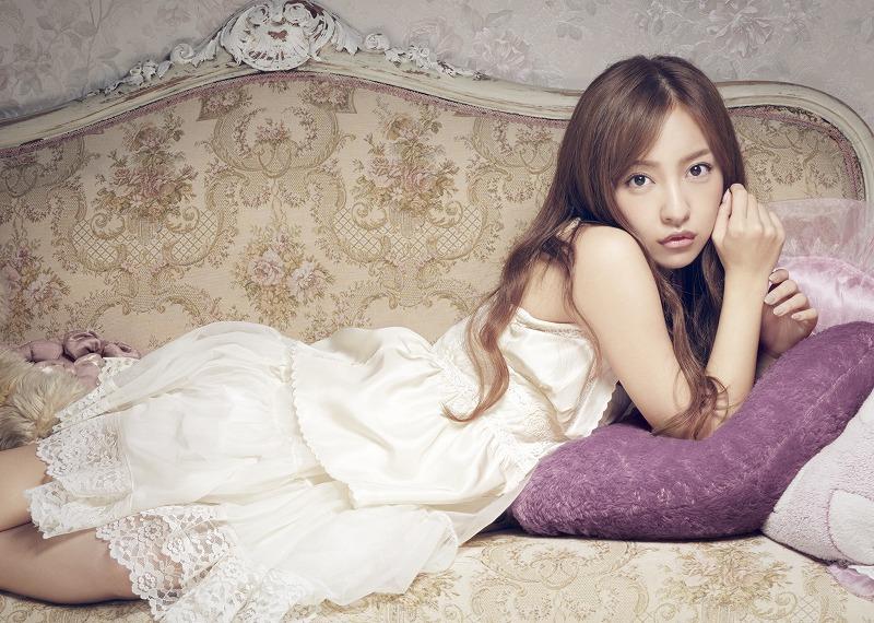 板野友美 MVが「セクシーすぎる」と話題になった新曲含む2...