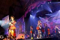 VAMPS主宰『HALLOWEEN PARTY』 神戸で幕開けた、妖しく美しいハロウィンの狂宴