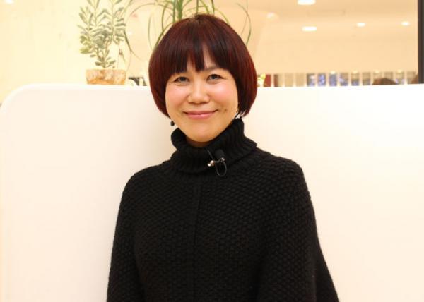 人気メイクアップアーティストの山本浩未さんがこのほど複合商業施設「渋谷ヒカリエ ShinQs(シンクス)」(東京都渋谷区)で開催された「簡単に、キレイに仕上がる