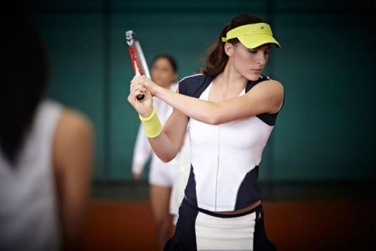 ステラマッカートニー×アディダスによるテニスウエア 2013年春夏より展開