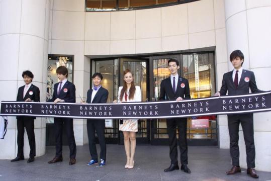 神田うのが馬車で登場 バーニーズニューヨーク新宿店 初の大規模改装を実施