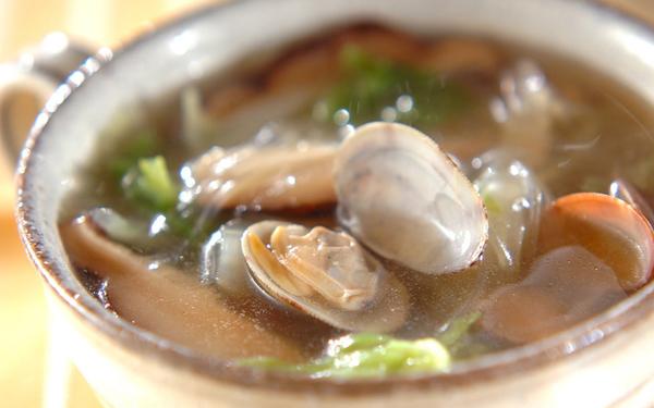 だしの旨みがカラダに沁みる アサリと白菜の中華スープ