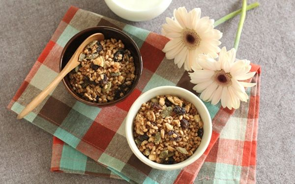 フライパンひとつでできる玄米グラノーラの作り方と美肌・ダイエットに嬉しいポイントを管理栄養士が解説