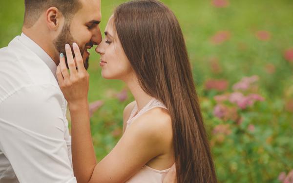 男性に「いままでの女性のなかで一番好き」と言わせたければ、とるべき行動