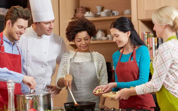 料理を習う人