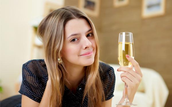 【対策】アルコールが肌にもたらす影響が恐ろし …