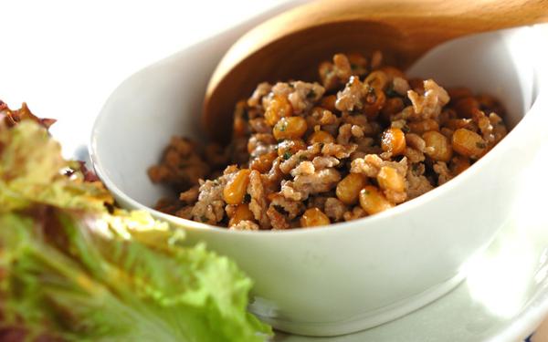 パクパク止まらぬおいしさ! 「梅シソ肉納豆のレタス包み」