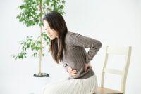長引く「痛み」が人間関係を壊す?注意すべき7つの行動