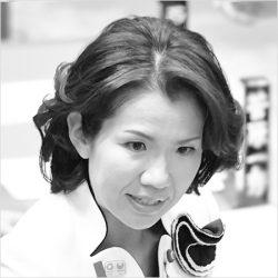 ファッション 岡田 晴恵