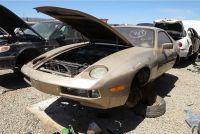 「911」の後継になれなかった、ポルシェ「928」の初期型を廃車置場で発見