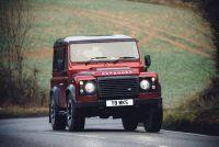ランドローバー「ディフェンダー」が405馬力のV8エンジンを搭載して復活! ただし150台の限定生産