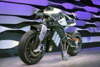 【東京モーターショー2017】ヤマハ、自立するAIバイク MOTOROiD 発表!ライダーを自動認識、ジェスチャー・音声操作対応