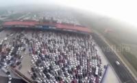 【ビデオ】50車線の道路をクルマが埋め尽くす中国の大渋滞を、ドローンで上空から撮影!
