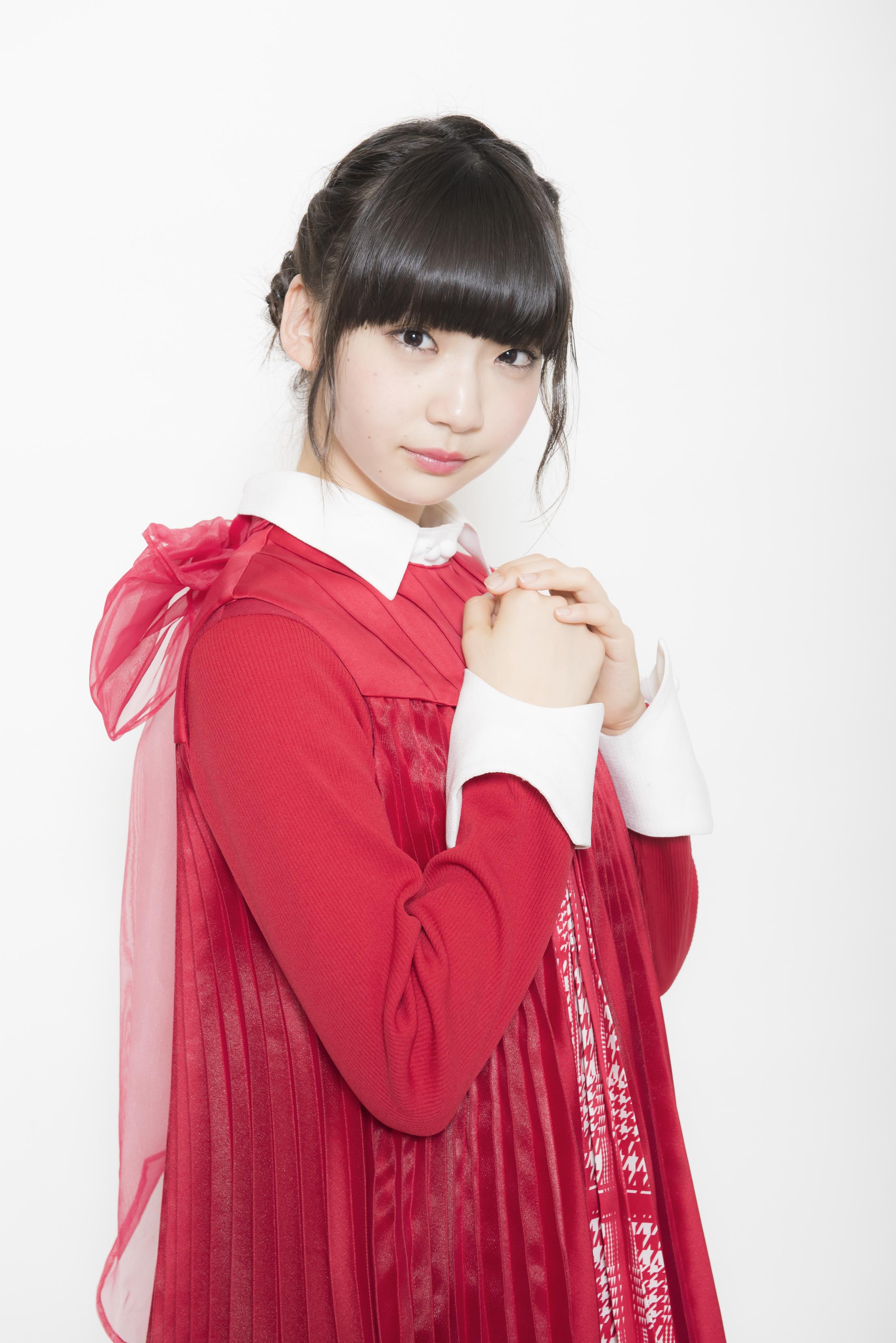 洋服が素敵な荻野由佳さん